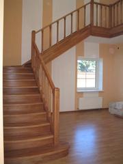 Компания мир лестниц и дверей.