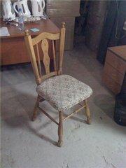 Итальянские деревянные стулья.
