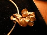 Колье золотое с бриллиантом 585 пробы продам
